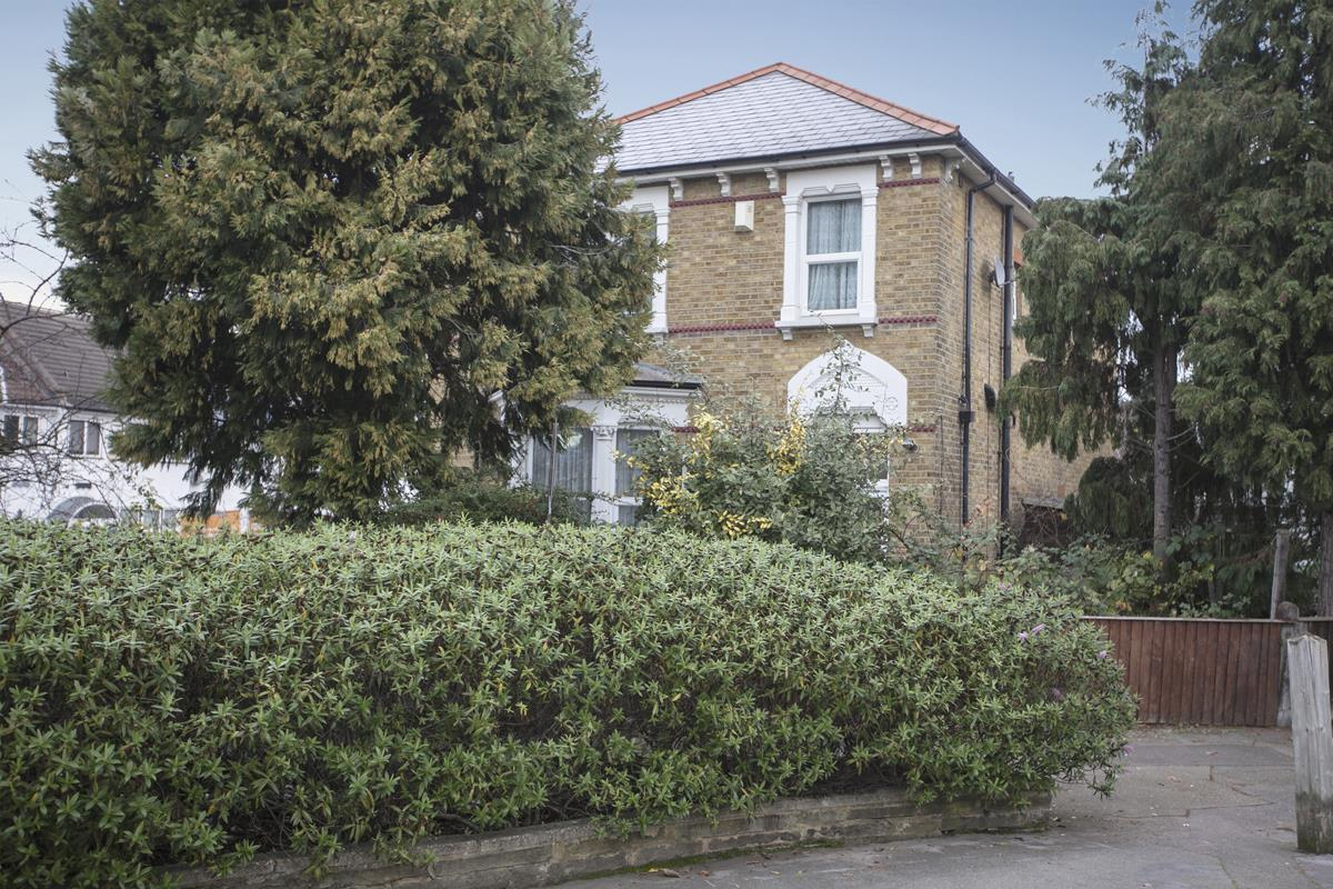 House - Detached For Sale in Allenby Road, Forest Hill, London 397 view1