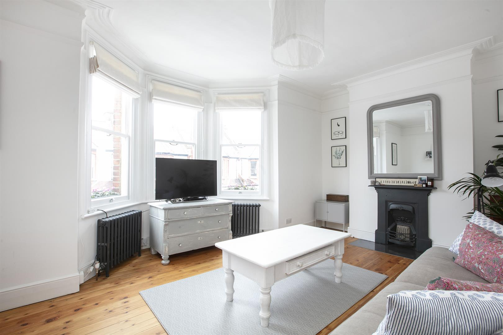 Maisonette For Sale in Bavent Road, Camberwell, SE5 727 view2