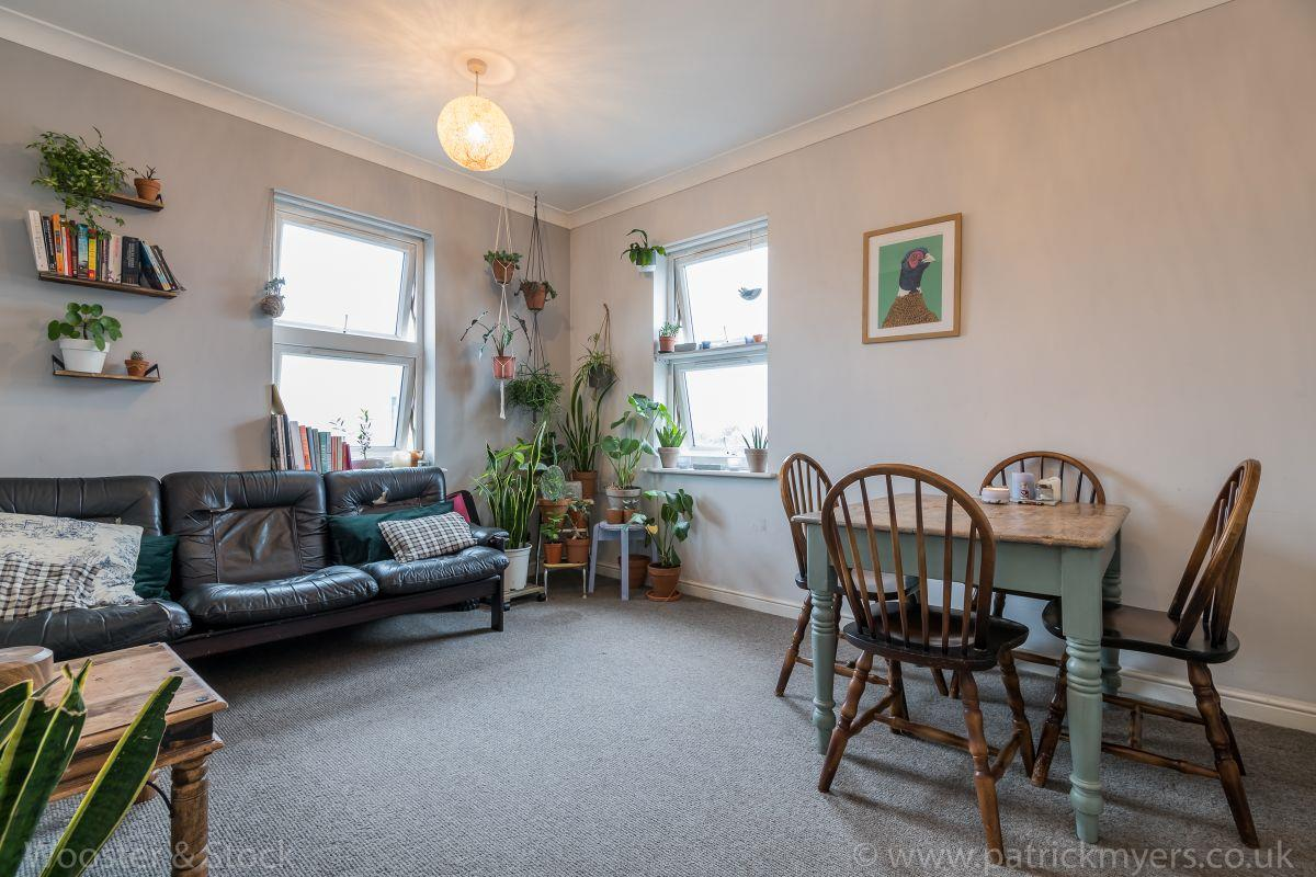 Flat - Purpose Built Sold in Brayards Road, Nunhead, SE15 460 view1