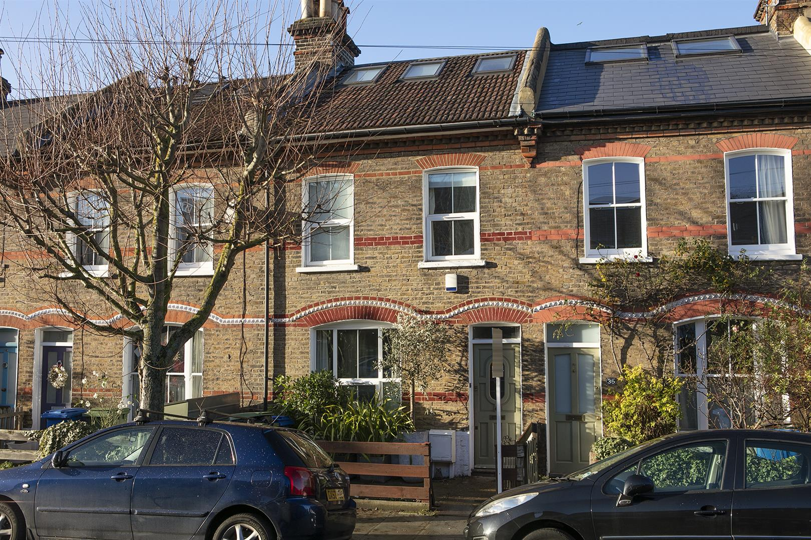 House - Terraced Sale Agreed in Buchan Road, Nunhead, SE15 760 view1
