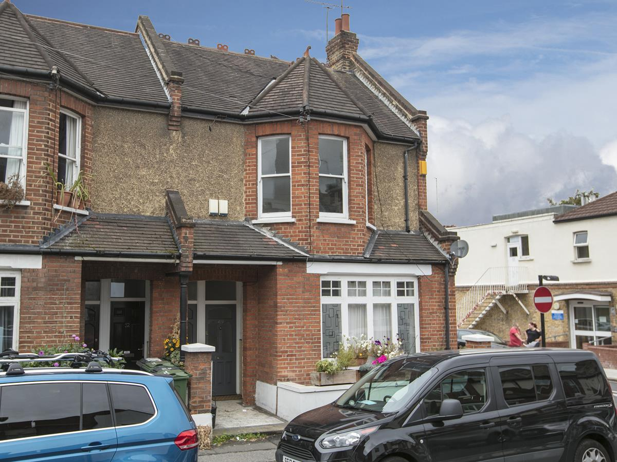 Flat/Apartment Sale Agreed in Caldecot Road, Camberwell, SE5 379 view1