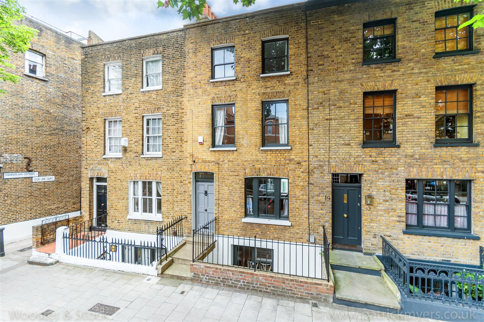 House - Terraced Sale Agreed in Camberwell Grove, Camberwell, SE5 299 view1