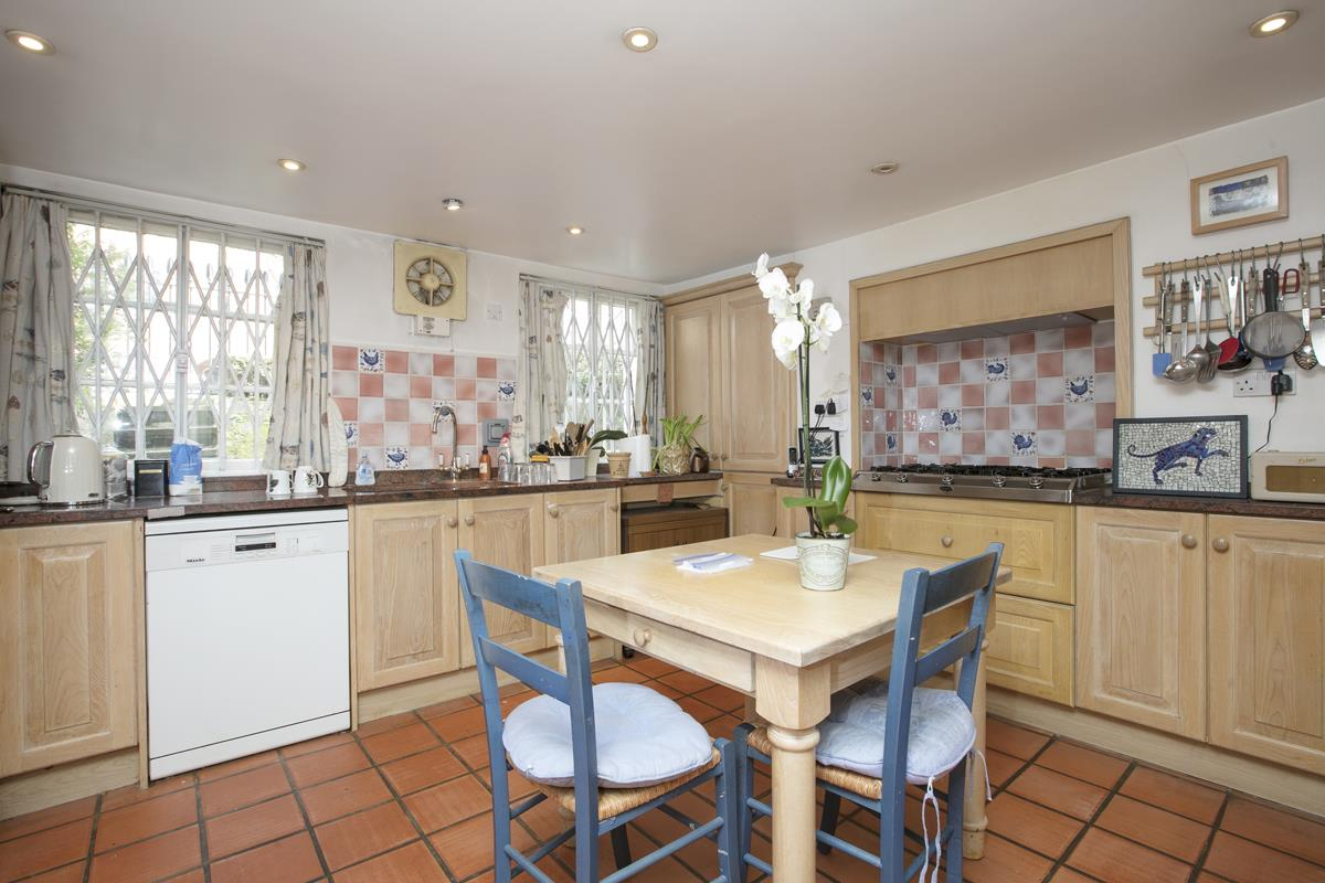 House - Semi-Detached Sold in Camberwell Grove, Camberwell, SE5 309 view7