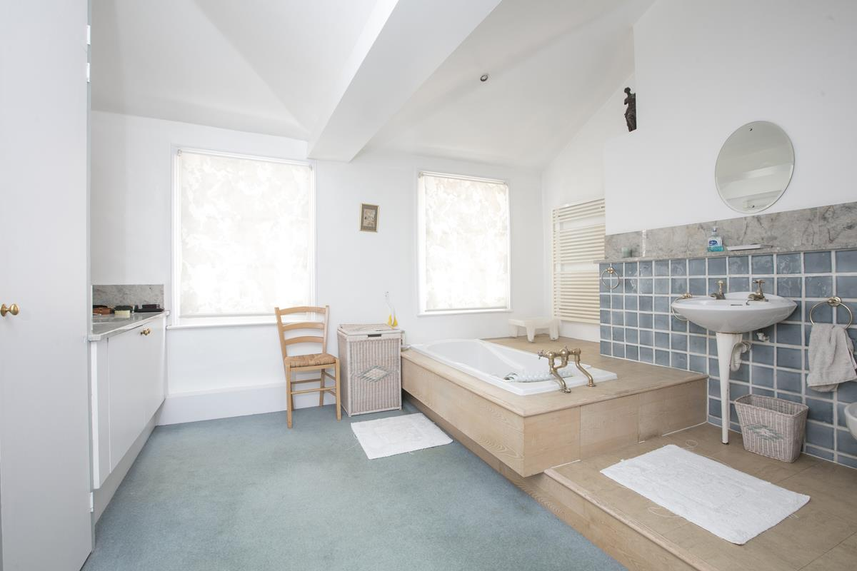 House - Semi-Detached Sold in Camberwell Grove, Camberwell, SE5 309 view17