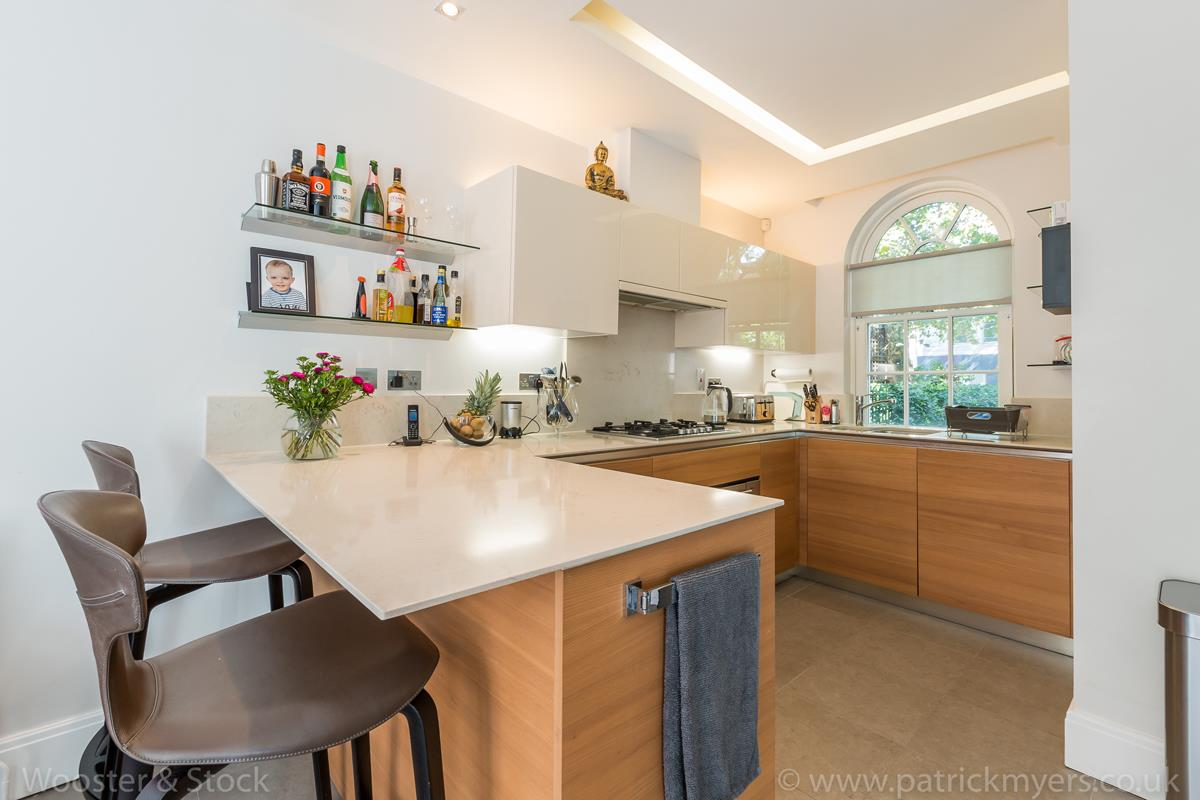 House - Semi-Detached For Sale in Camberwell Grove, Camberwell, SE5 380 view11