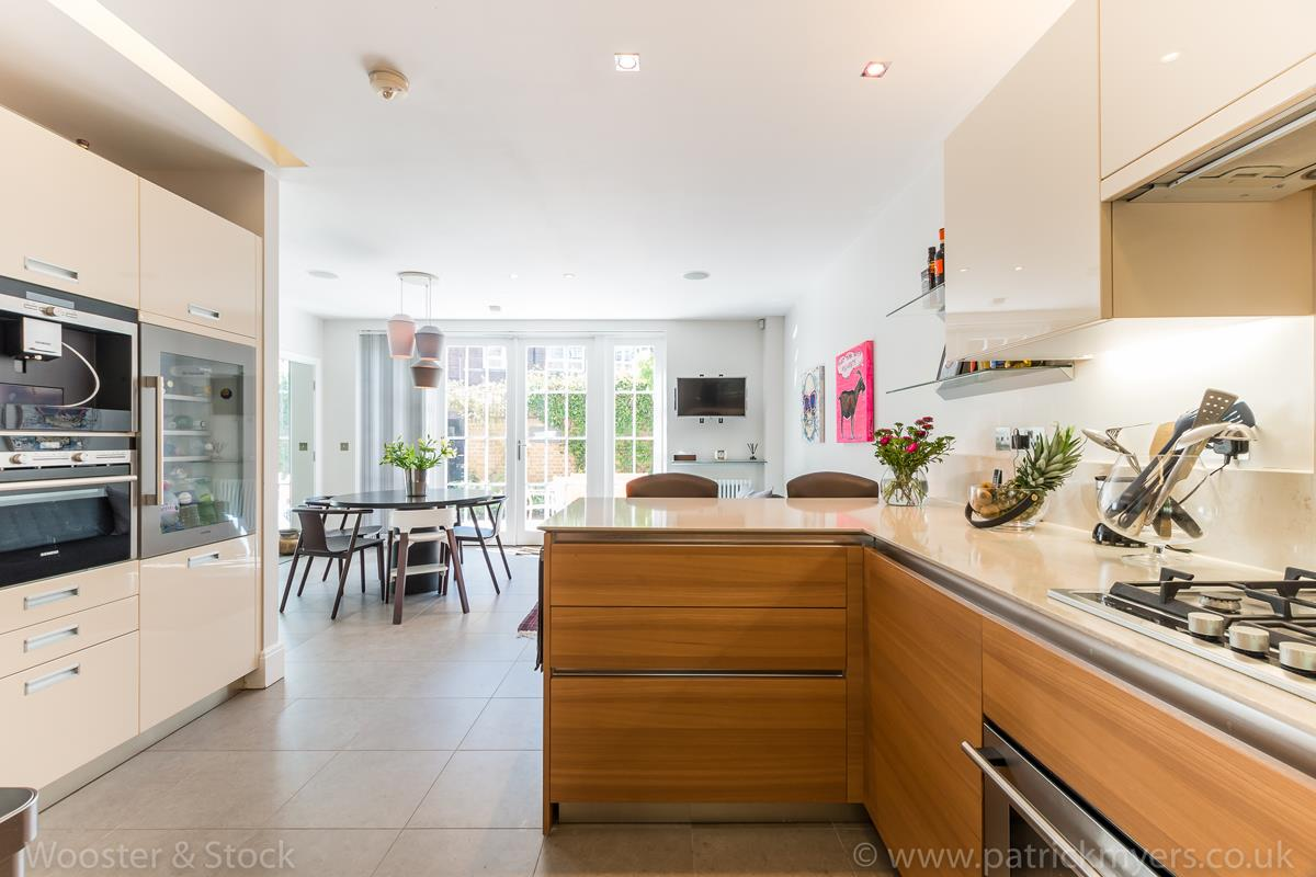House - Semi-Detached For Sale in Camberwell Grove, Camberwell, SE5 380 view6