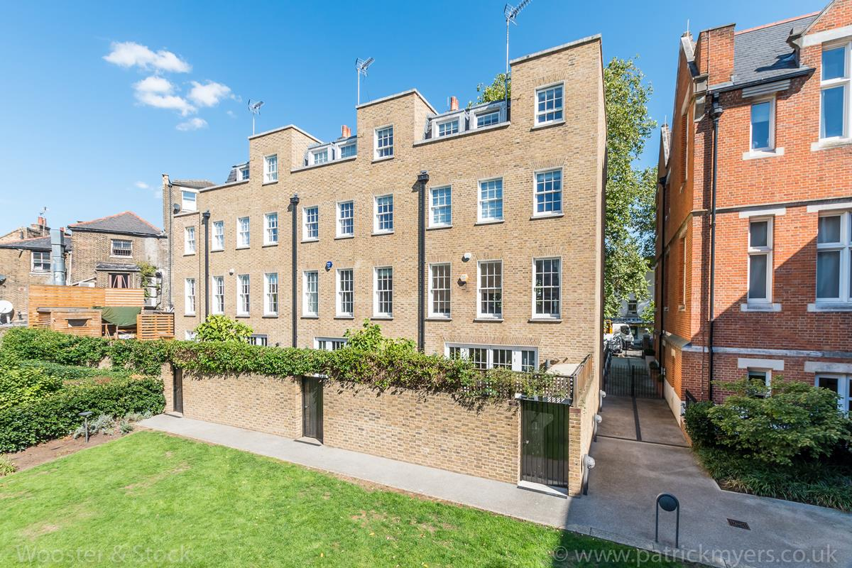 House - Semi-Detached For Sale in Camberwell Grove, Camberwell, SE5 380 view23