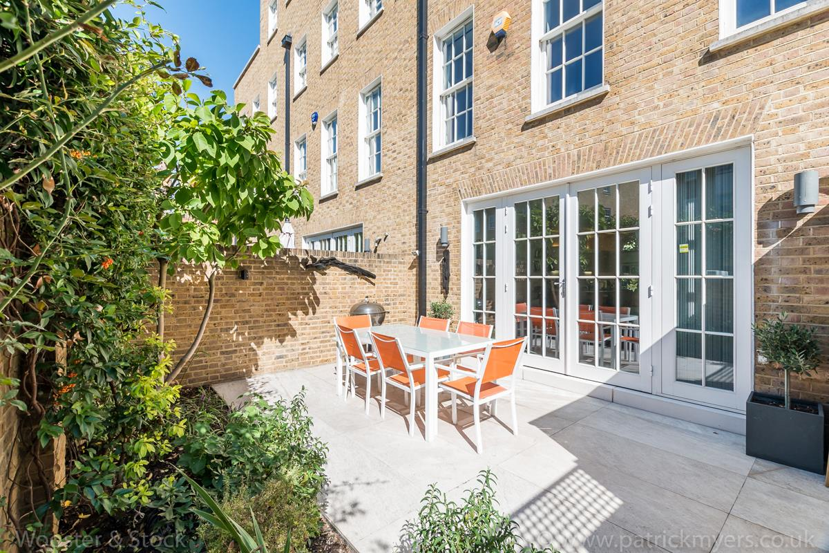 House - Semi-Detached For Sale in Camberwell Grove, Camberwell, SE5 380 view3