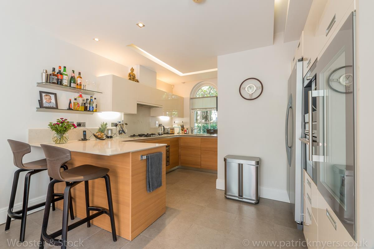 House - Semi-Detached For Sale in Camberwell Grove, Camberwell, SE5 380 view5