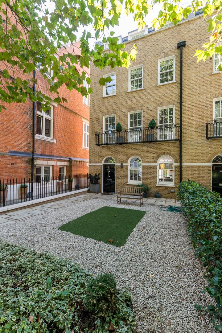 House - Semi-Detached For Sale in Camberwell Grove, Camberwell, SE5 380 view20