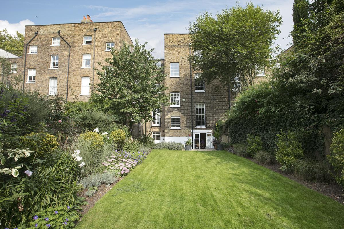 House - Terraced For Sale in Camberwell Grove, Camberwell, SE5 384 view3