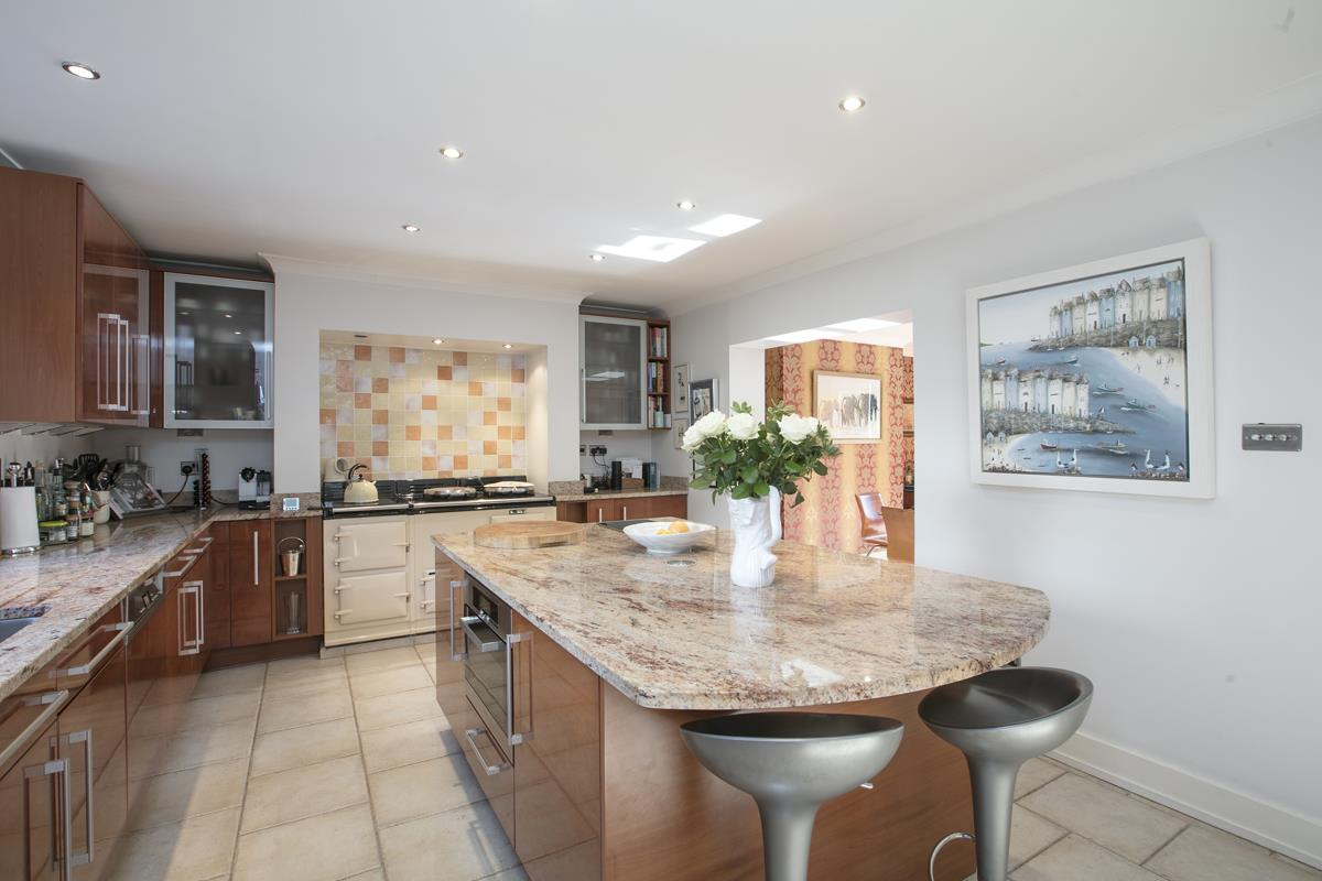 House - Terraced For Sale in Camberwell Grove, Camberwell, SE5 384 view8