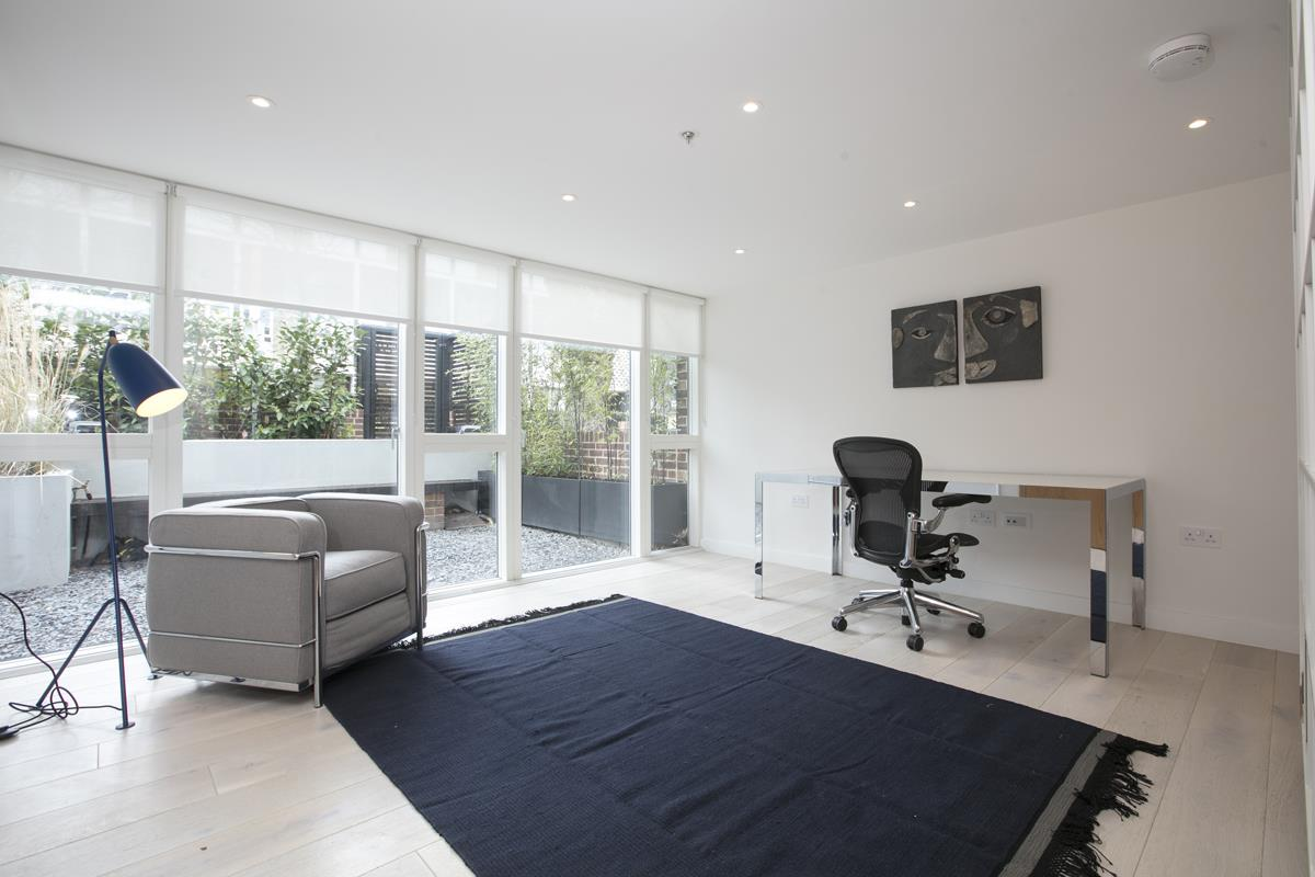 House - End Terrace For Sale in Camberwell Grove, Camberwell, SE5 422 view8