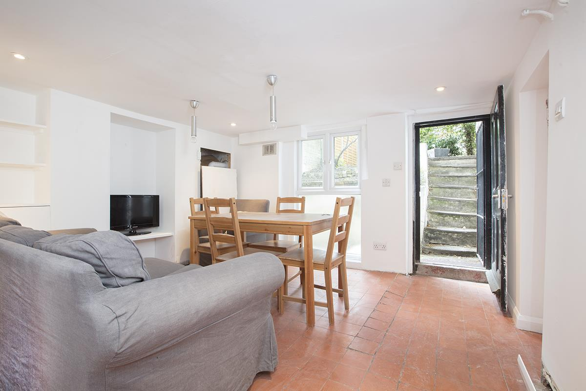 House - Semi-Detached Sale Agreed in Camberwell Grove, Camberwell, SE5 443 view8