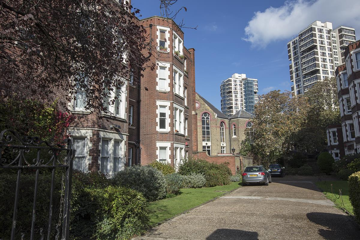 Flat - Purpose Built Sale Agreed in Camberwell New Road, Camberwell SE5 387 view1