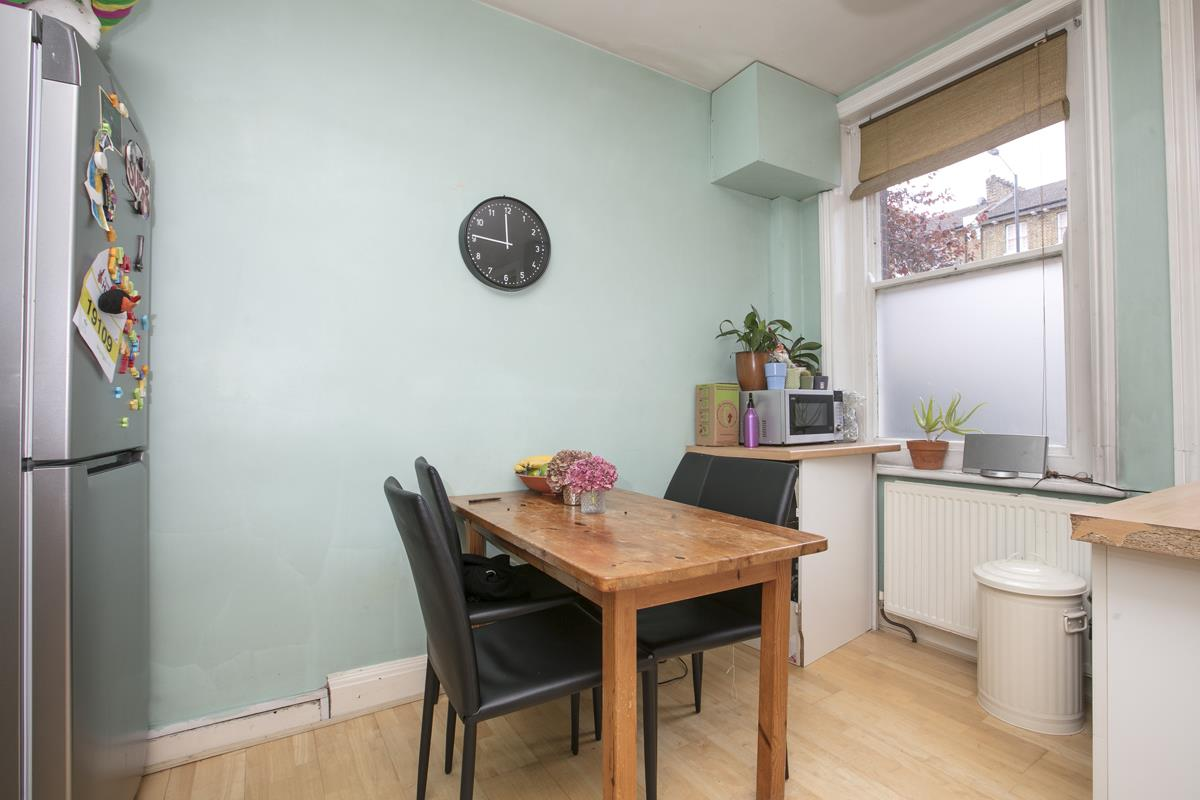Flat - Purpose Built Sale Agreed in Camberwell New Road, Camberwell SE5 387 view6