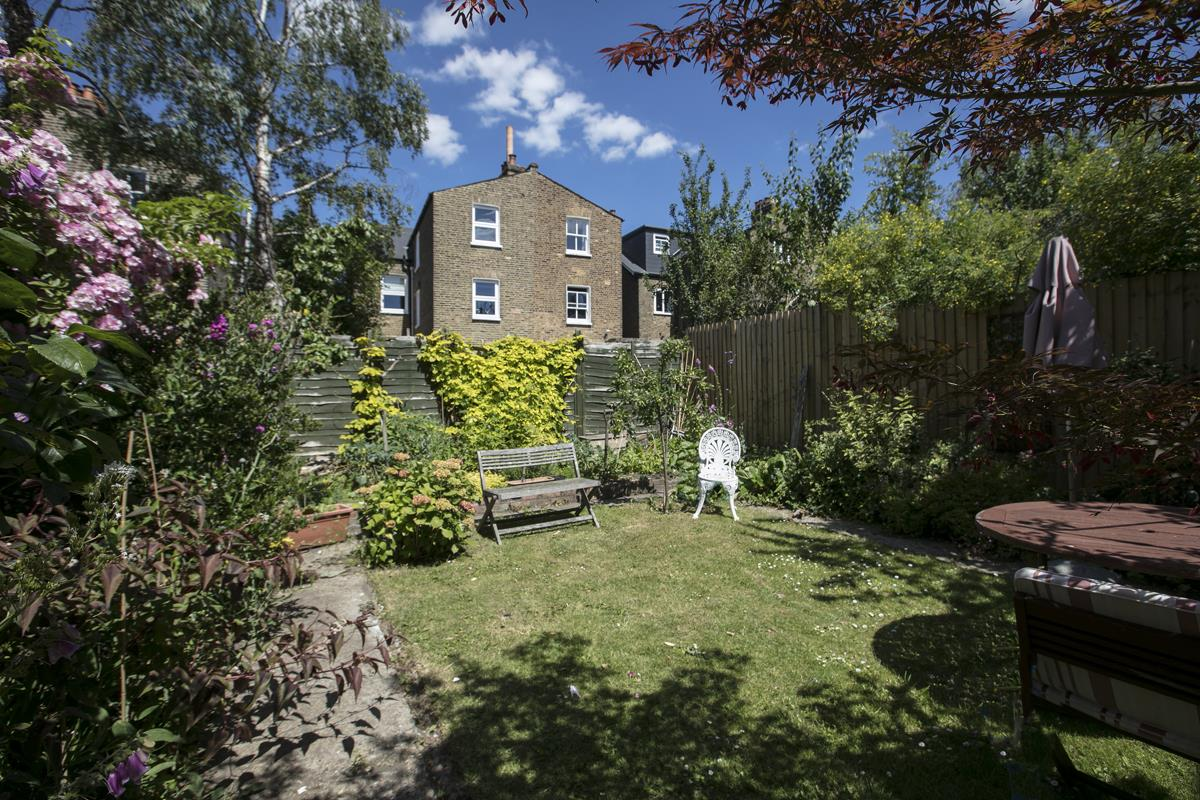 House - Semi-Detached Sale Agreed in Carden Road, Nunhead, SE15 351 view2