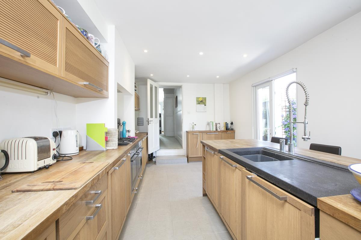 House - Semi-Detached Sale Agreed in Carden Road, Nunhead, SE15 351 view6