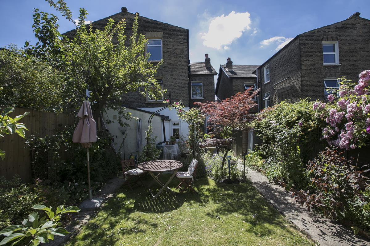 House - Semi-Detached Sale Agreed in Carden Road, Nunhead, SE15 351 view8