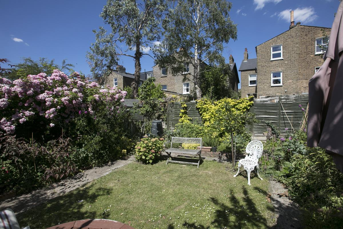 House - Semi-Detached Sale Agreed in Carden Road, Nunhead, SE15 351 view7