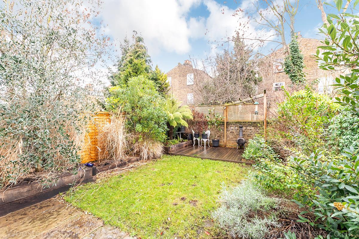 House - Semi-Detached Sale Agreed in Carden Road, Nunhead, SE15 414 view5