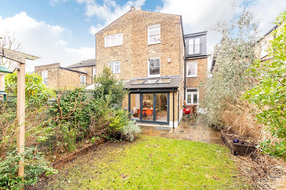 House - Semi-Detached Sale Agreed in Carden Road, Nunhead, SE15 414 view26