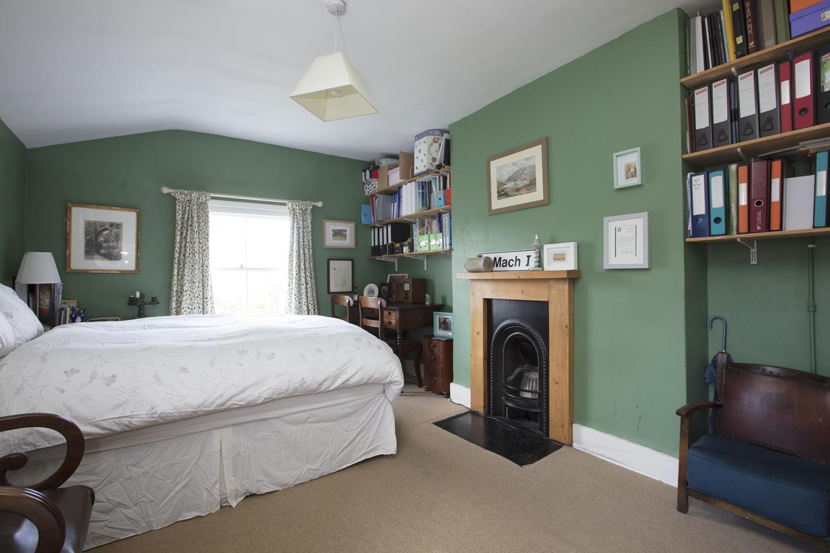 House - Semi-Detached Sold in Carden Road, Nunhead, SE15 452 view17
