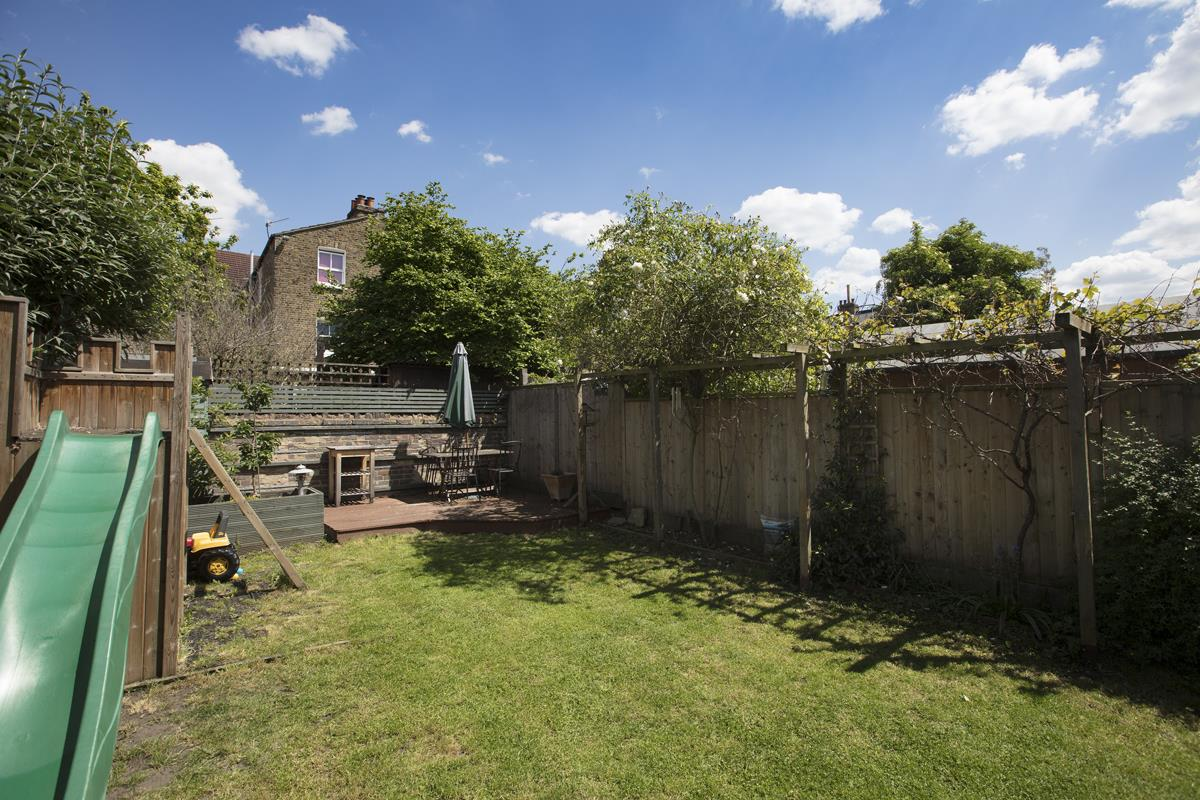 House - Semi-Detached Sold in Carden Road, Nunhead, SE15 452 view34