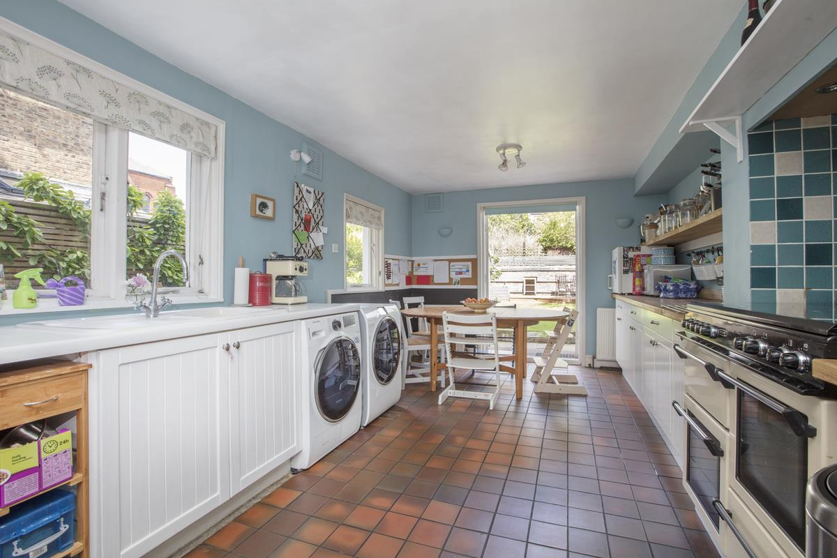 House - Semi-Detached Sold in Carden Road, Nunhead, SE15 452 view4