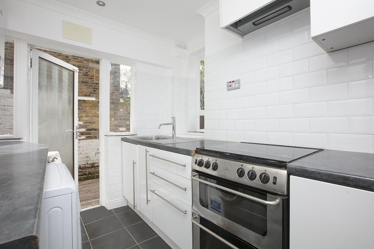 Flat/Apartment For Sale in Chadwick Road, Peckham, SE15 322 view4