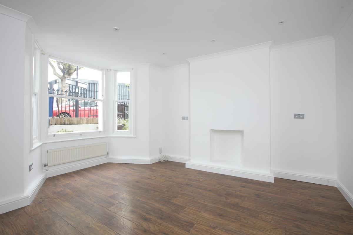 Flat/Apartment For Sale in Chadwick Road, Peckham, SE15 322 view3