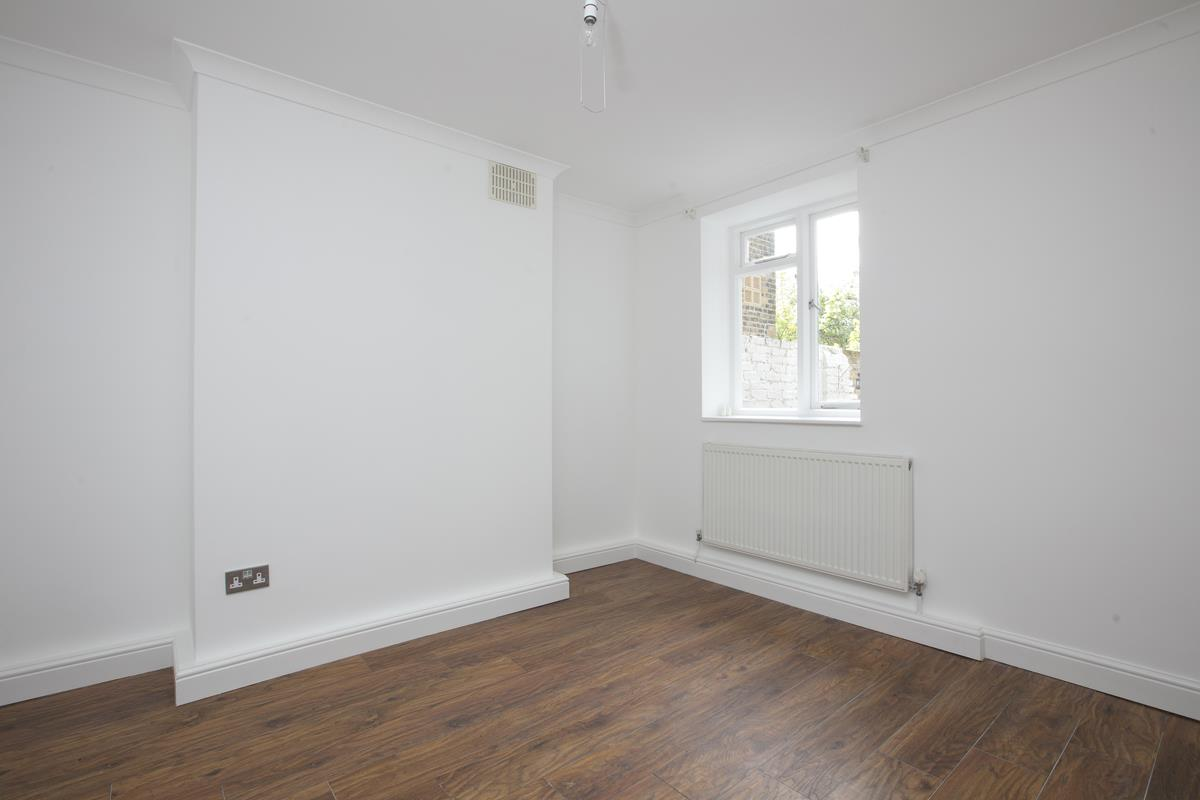 Flat/Apartment For Sale in Chadwick Road, Peckham, SE15 322 view5