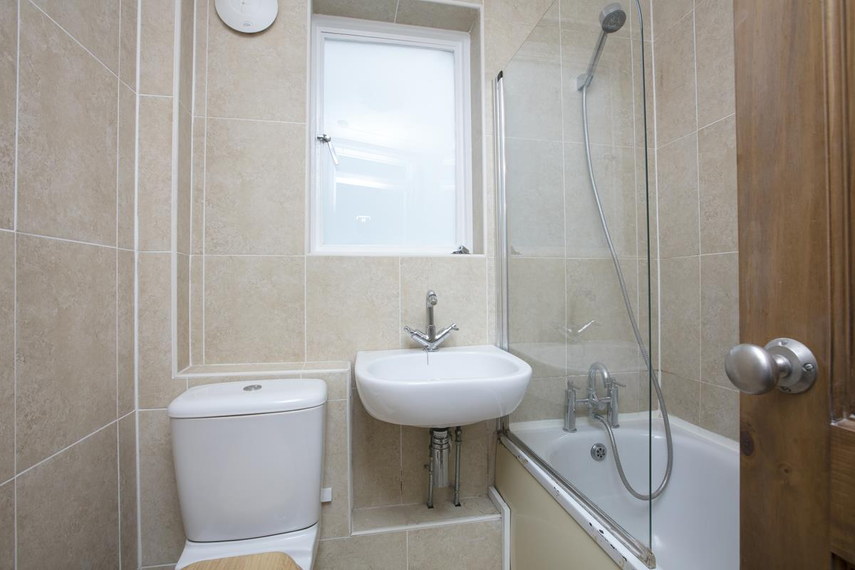 Flat/Apartment For Sale in Chadwick Road, Peckham, SE15 322 view6