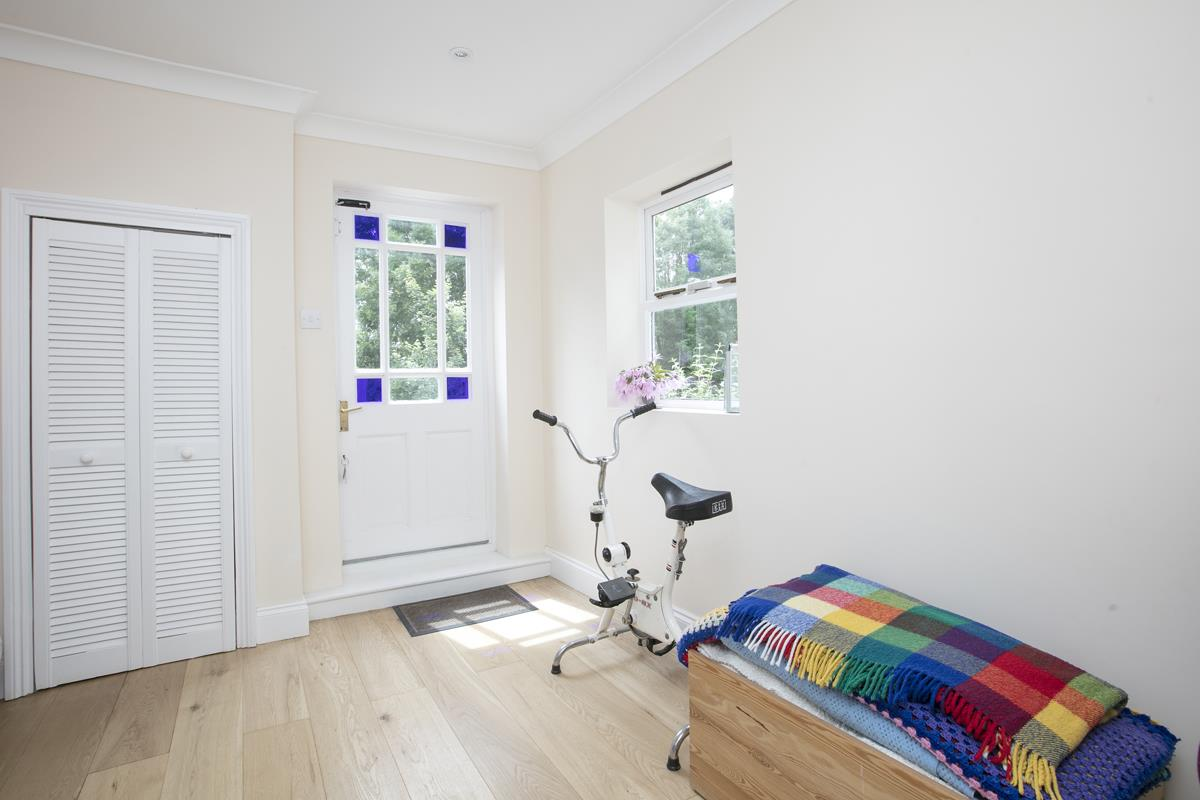 House - Semi-Detached For Sale in Chadwick Road, Peckham, SE15 342 view4