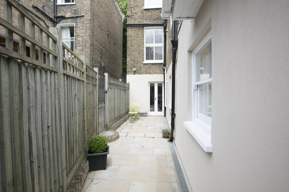 House - Semi-Detached For Sale in Chadwick Road, Peckham, SE15 342 view23