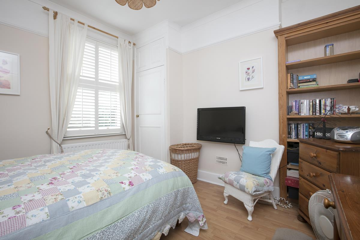 House - Semi-Detached For Sale in Chadwick Road, Peckham, SE15 342 view9