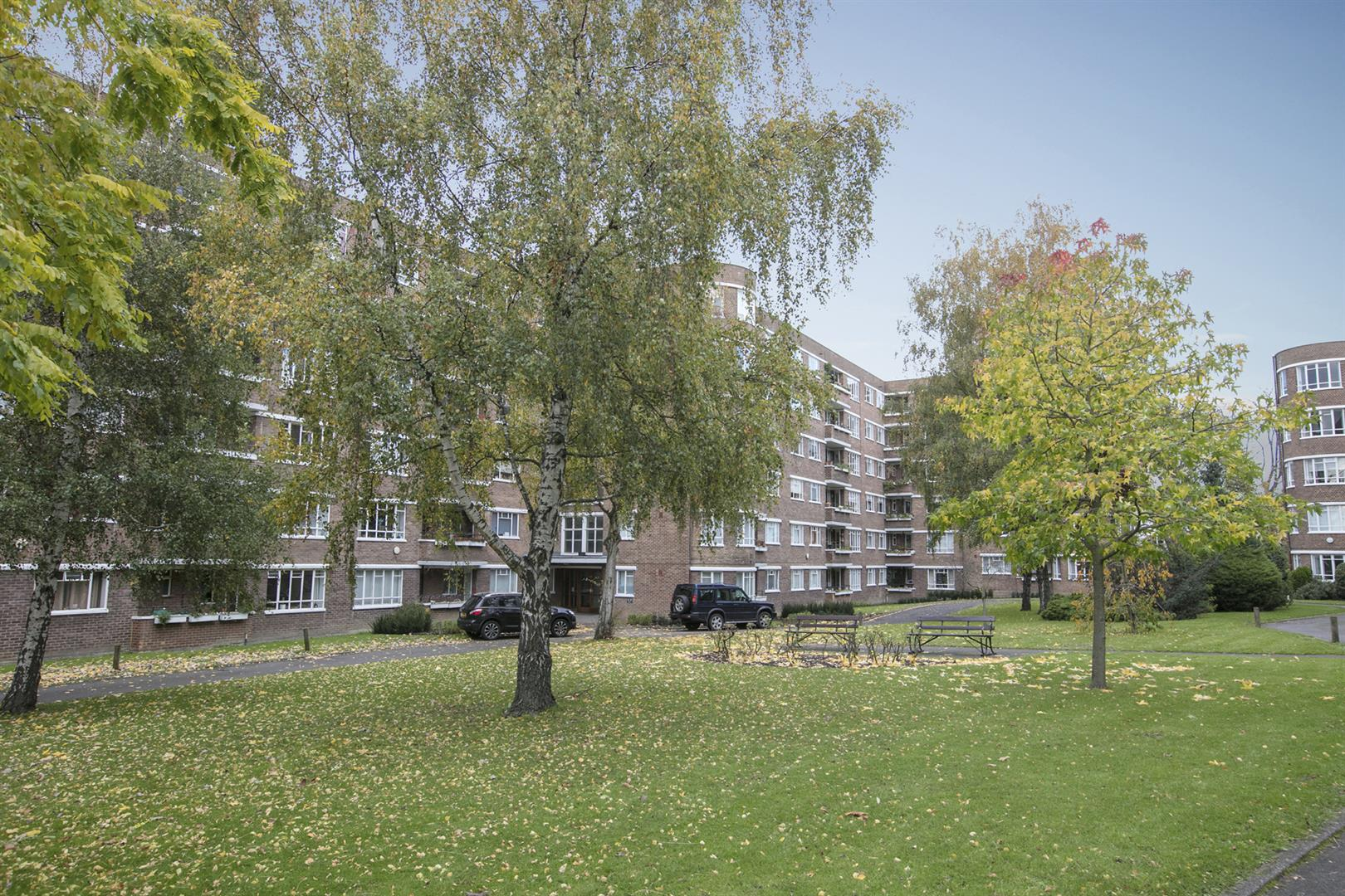Flat/Apartment Sale Agreed in Champion Hill, Camberwell, SE5 537 view1