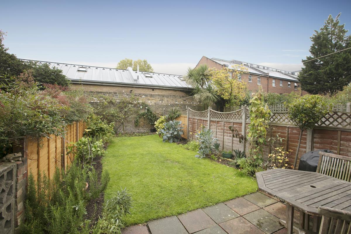 House - Terraced Sale Agreed in Coleman Road, Camberwell, SE5 214 view3