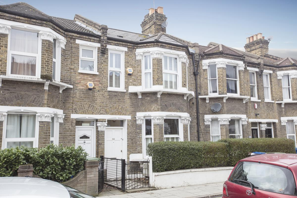 House - Terraced Sale Agreed in Coleman Road, Camberwell, SE5 424 view1