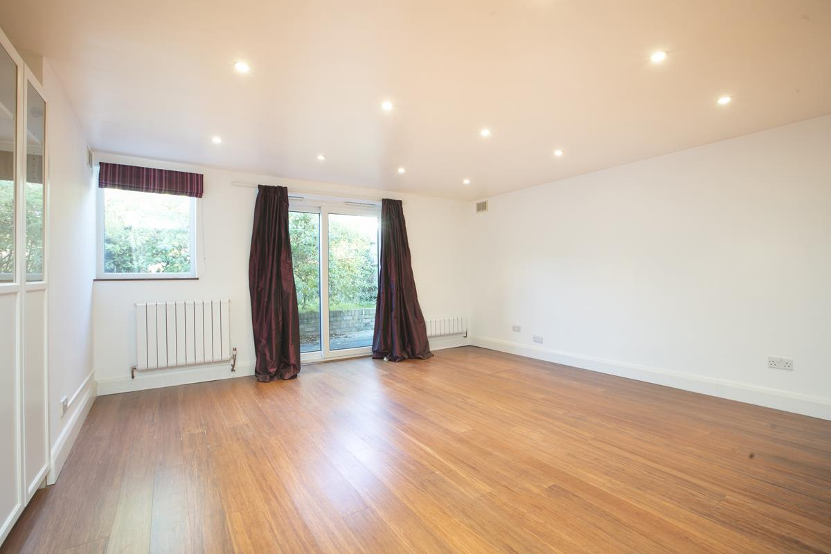 Flat - Conversion Sold in Consort Road, Nunhead, SE15 391 view8