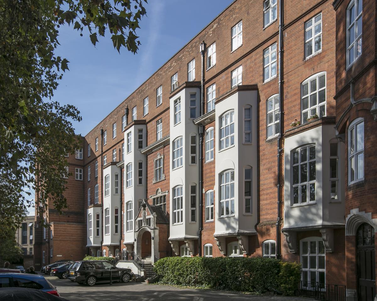 Flat/Apartment Sale Agreed in Cormont Road, Camberwell, SE5 382 view2