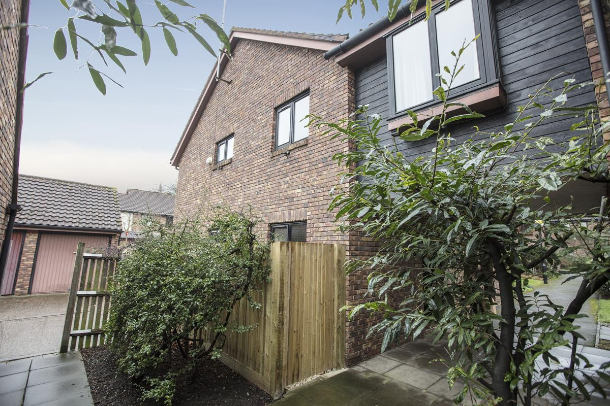 House - Link Detached Sold in Cuthill Walk, Camberwell, SE5 274 view1