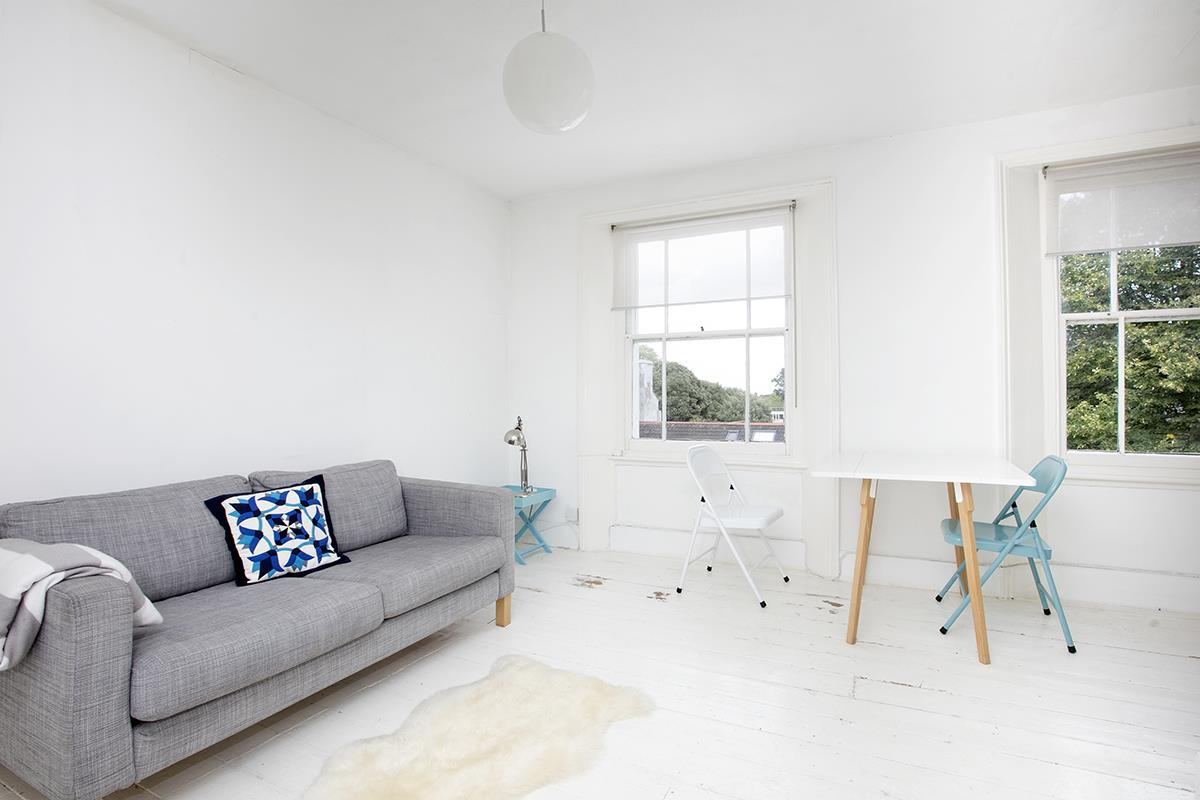 Flat/Apartment Sale Agreed in Denman Road, Peckham SE15 290 view2