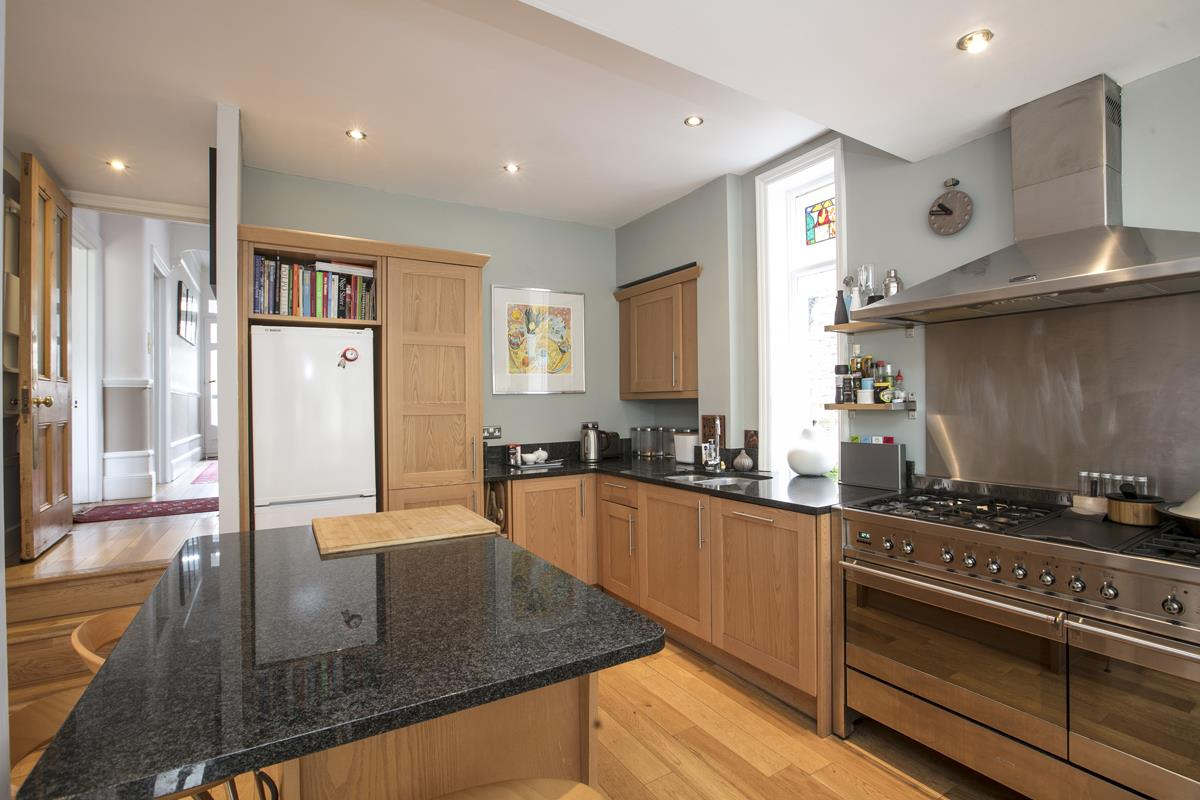 House - Semi-Detached For Sale in Earlsthorpe Road, Sydenham, SE26 367 view6