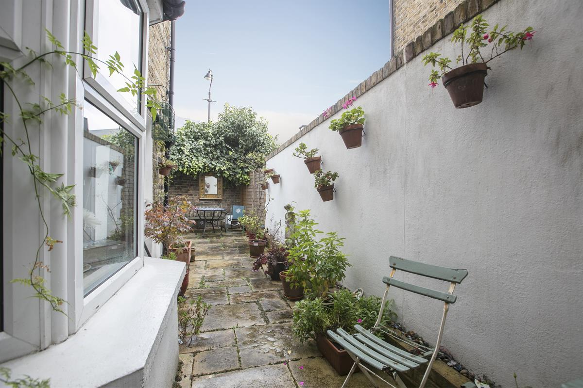 House - Terraced For Sale in Fenwick Road, Peckham, SE15 506 view11