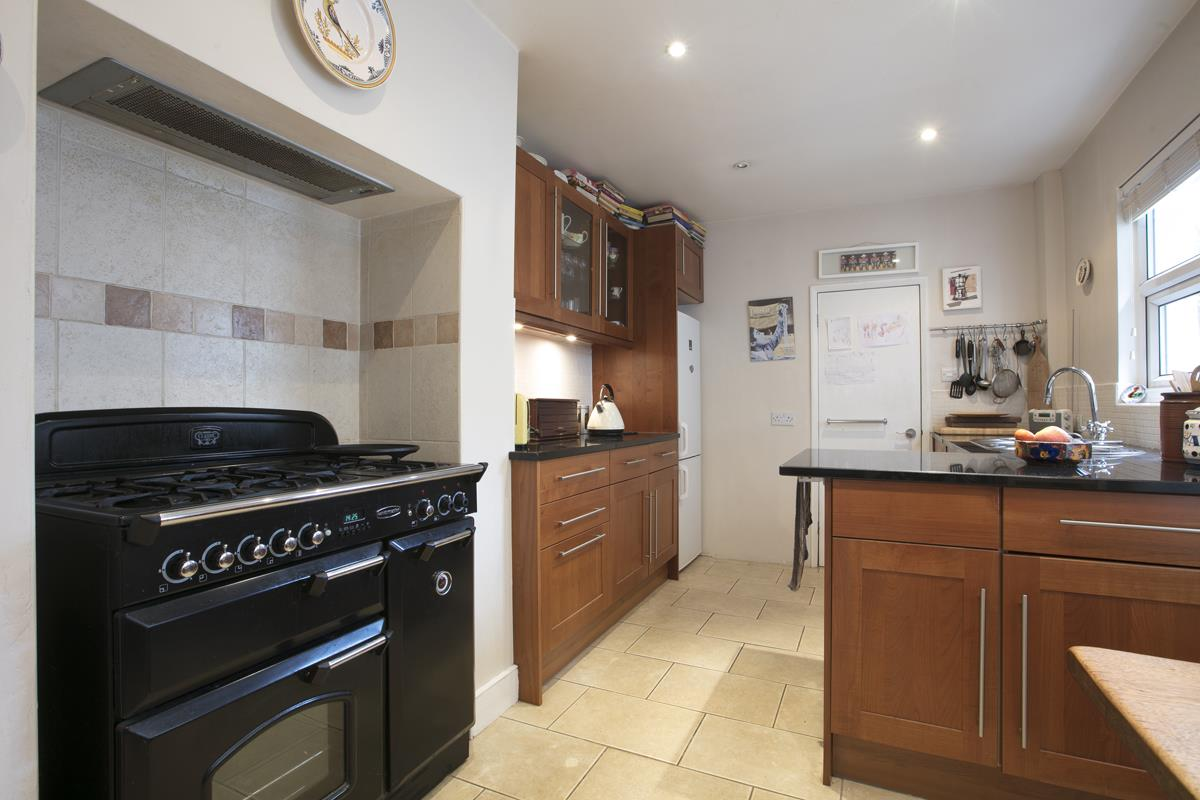 House - Terraced For Sale in Fenwick Road, Peckham, SE15 506 view17