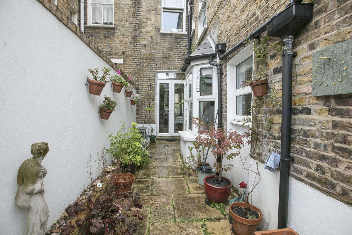 House - Terraced For Sale in Fenwick Road, Peckham, SE15 506 view12