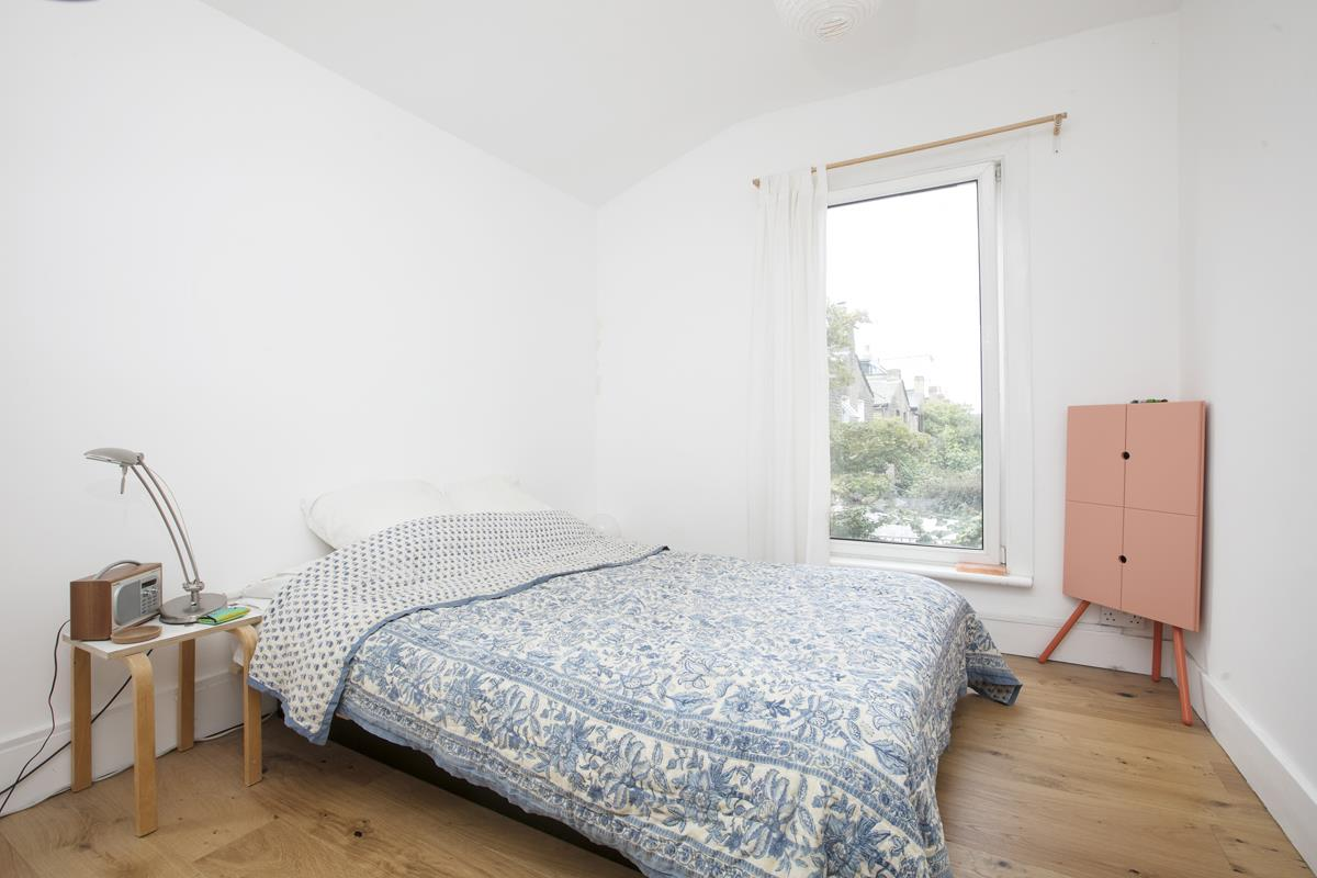 Flat/Apartment Sale Agreed in Finsen Road, Camberwell, SE5 370 view6