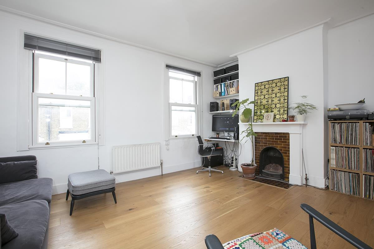 Flat/Apartment Sale Agreed in Finsen Road, Camberwell, SE5 370 view2