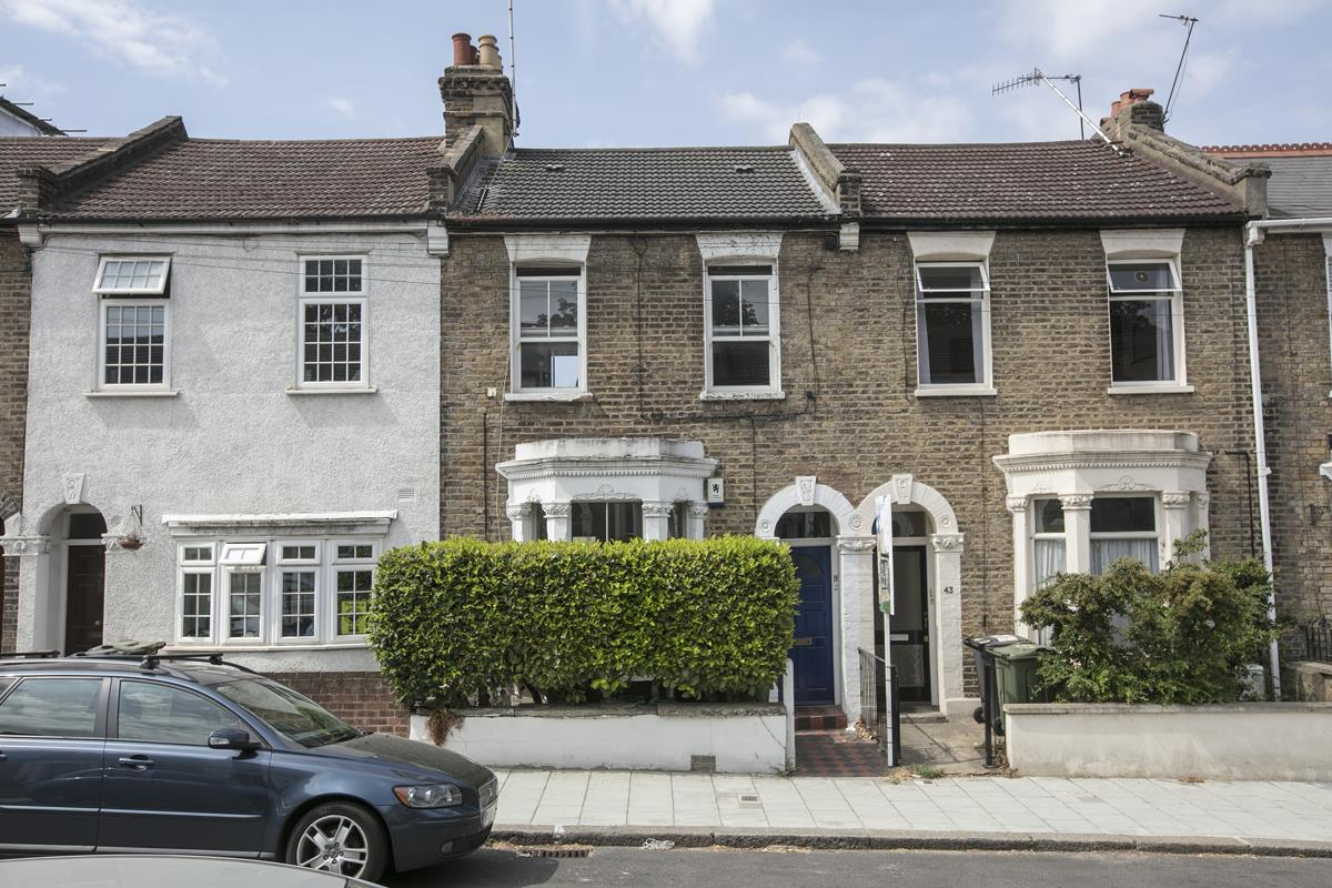 Flat/Apartment Sale Agreed in Finsen Road, Camberwell, SE5 370 view1